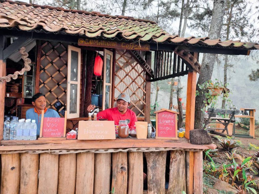 kedai kopi di lokasi jendela langit prigen