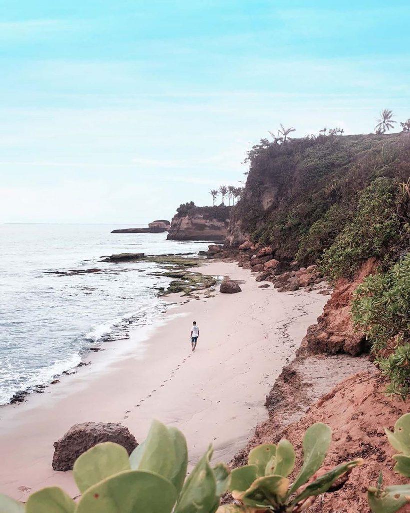lokasi pantai karang gantungan sukabumi