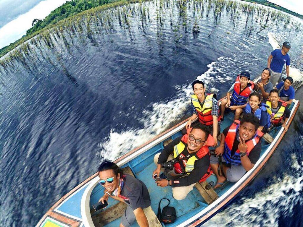sewa perahu di danau laet kalbar