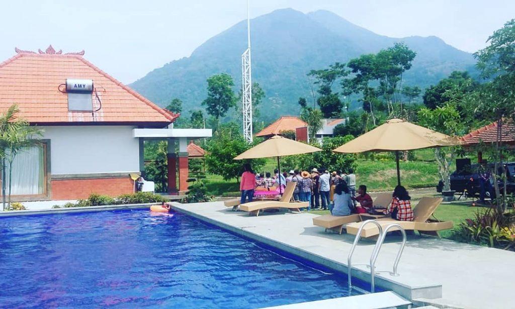 villa di trawas ada kolam renang