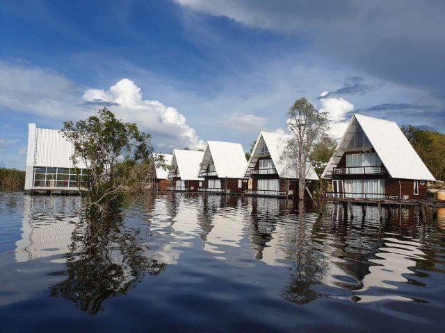 villa terapung danau laet tayan