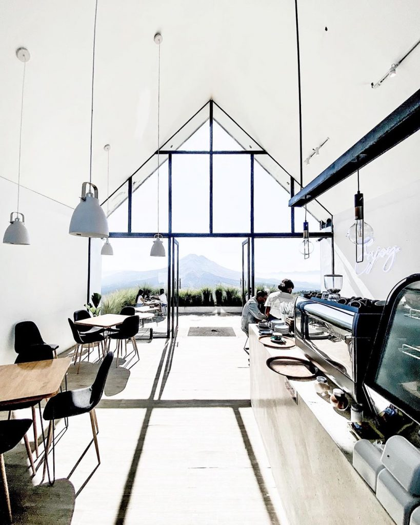 interior serba putih