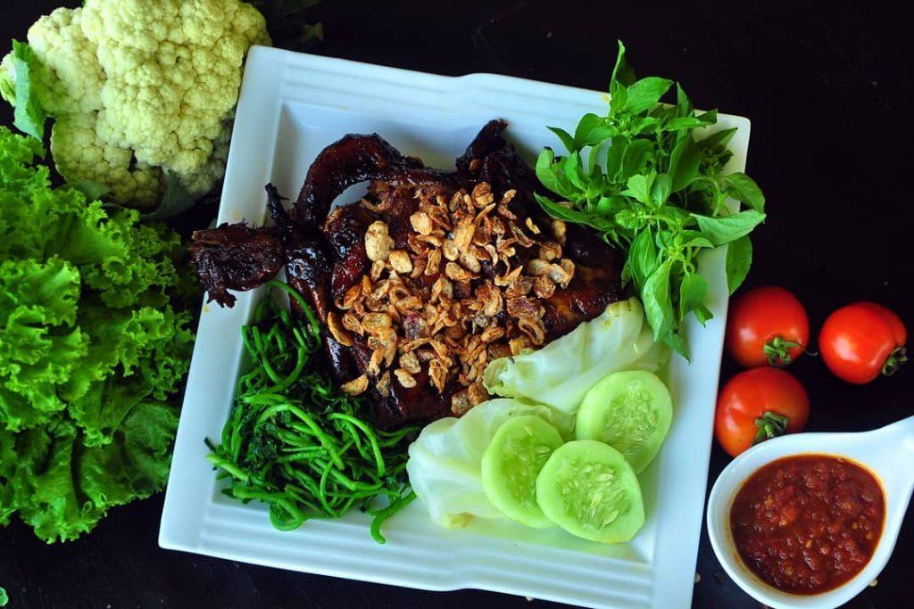 menu ayam bawangan bromo resto