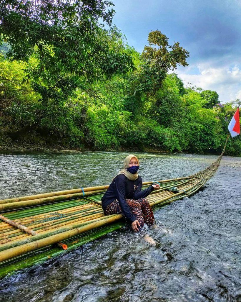 perahu bambu