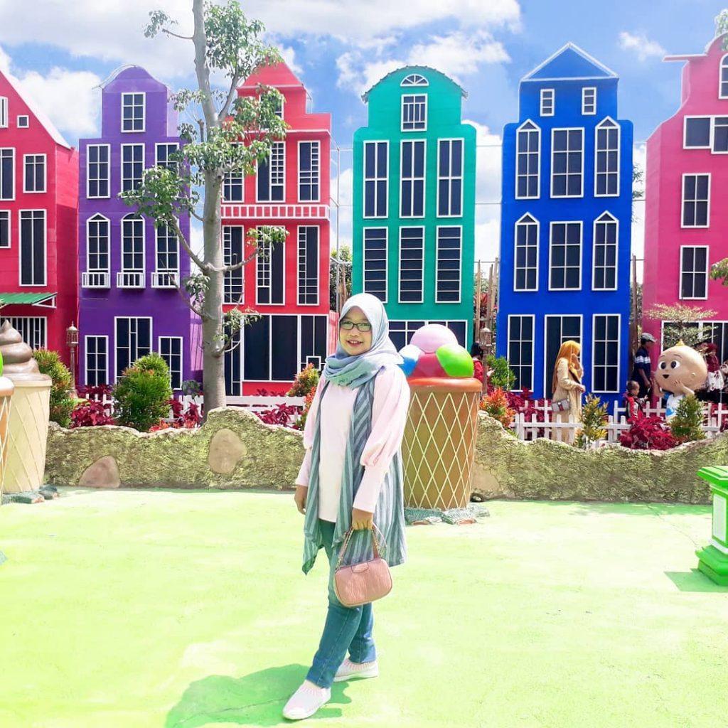 spot foto gedung warna warni