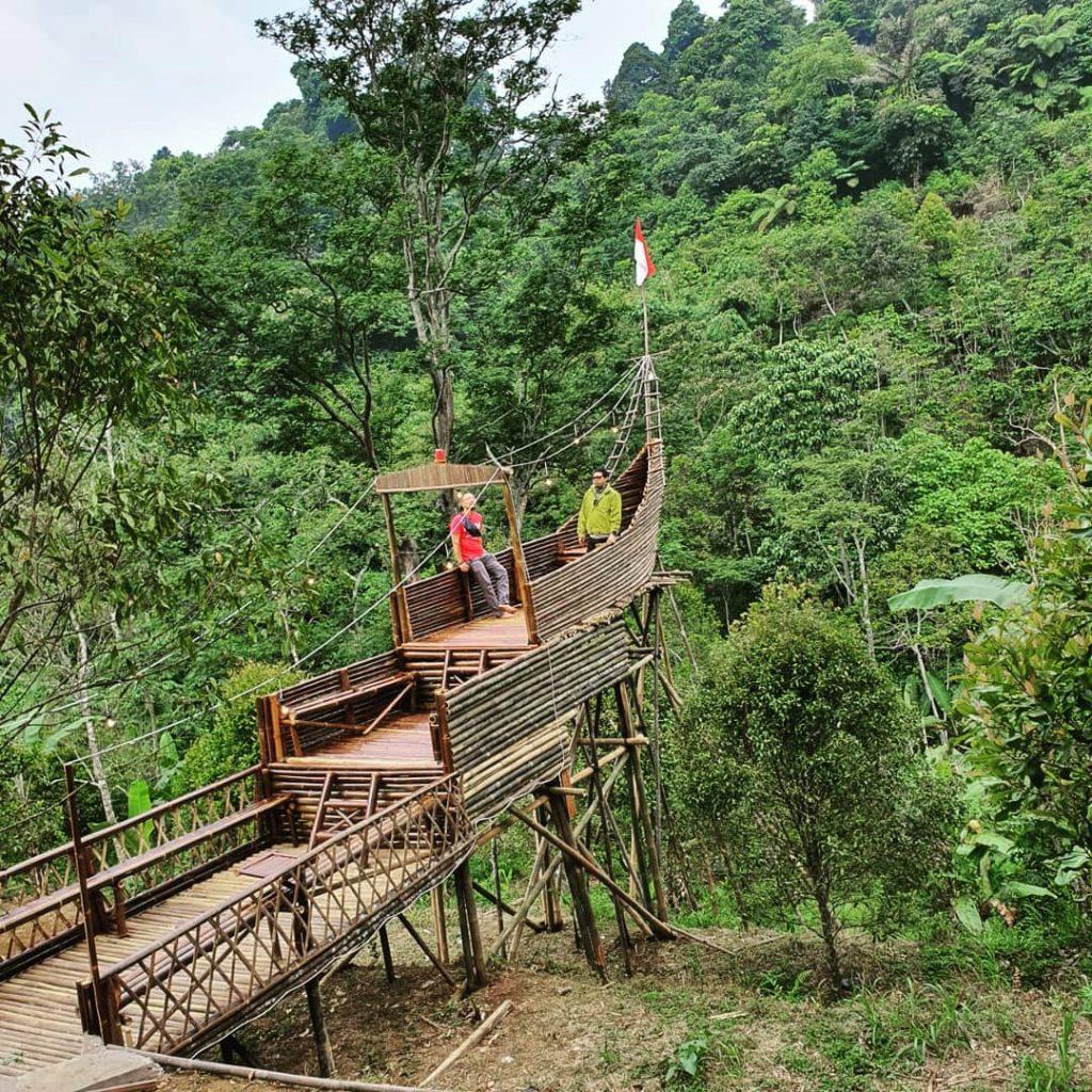 spot perahu bambu