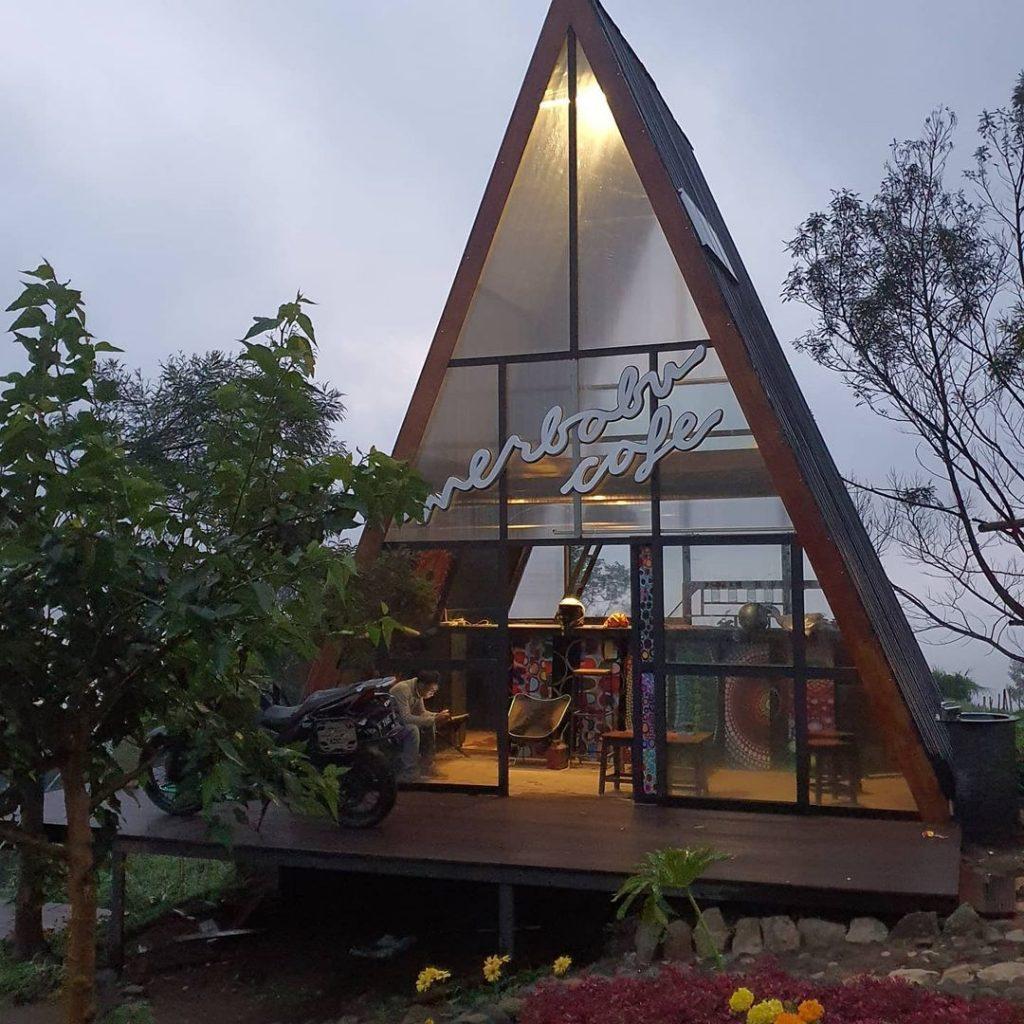 lokasi merbabu view cafe