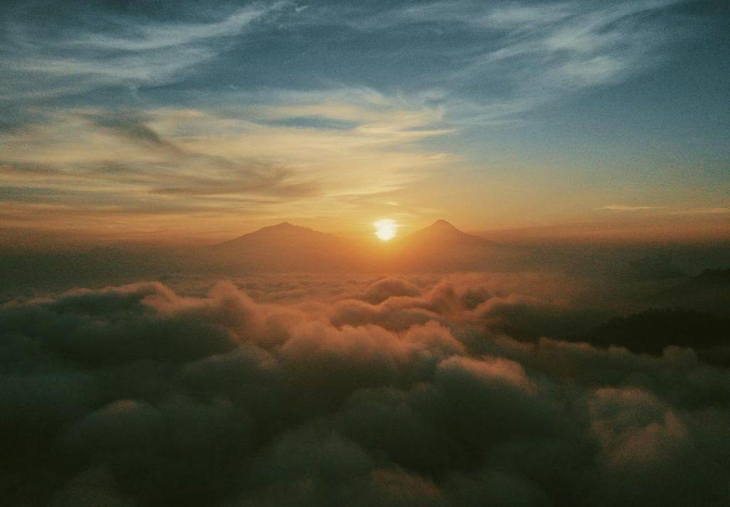 sunrise dari lokasi tumpeng menoreh nglinggo