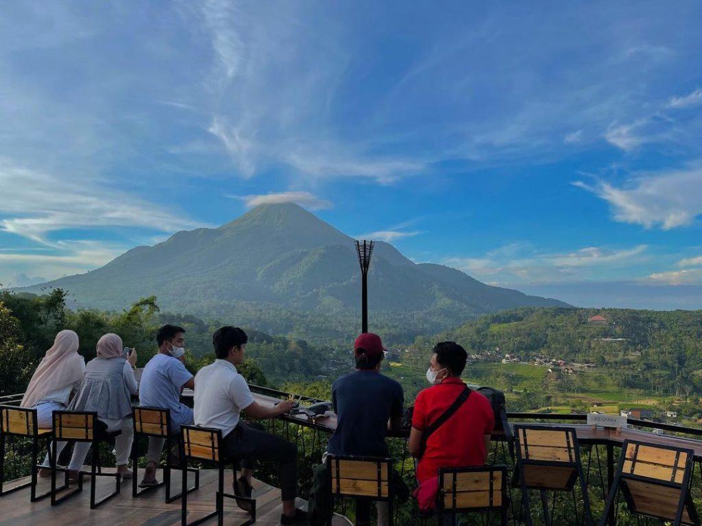 cafe terbaru di trawas yang viral dengan view gunung