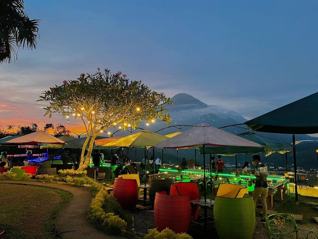 lokasi jungle cafe grand whiz