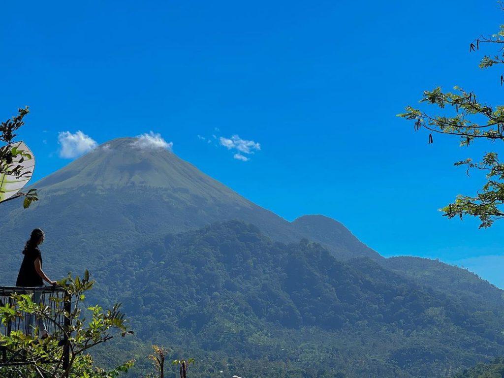 spot foto latar belakang gunung