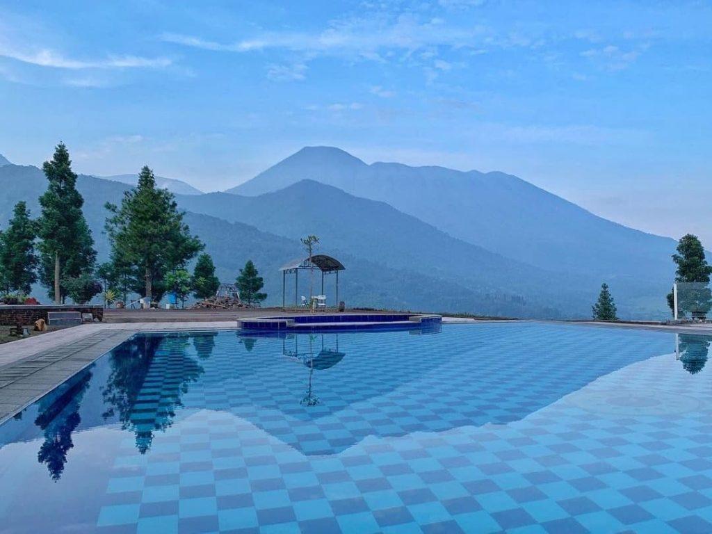 kolam renang puncak bogor view pegunungan